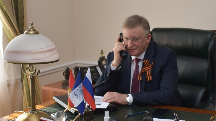 Ректор ЮУрГУ Александр Шестаков поздравил ветеранов с Днем Победы по телефону