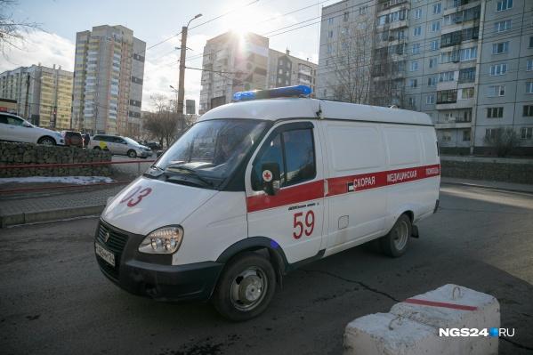 Скорая приехала в дом на улице Щербакова