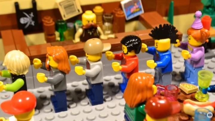 «Лего меня выселяет из комнаты»: екатеринбуржец — о том, как снимает мультики в технике стоп-моушен