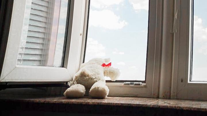 Падение из окна — частая причина гибели детей в Ростове. Как защитить своего ребенка?