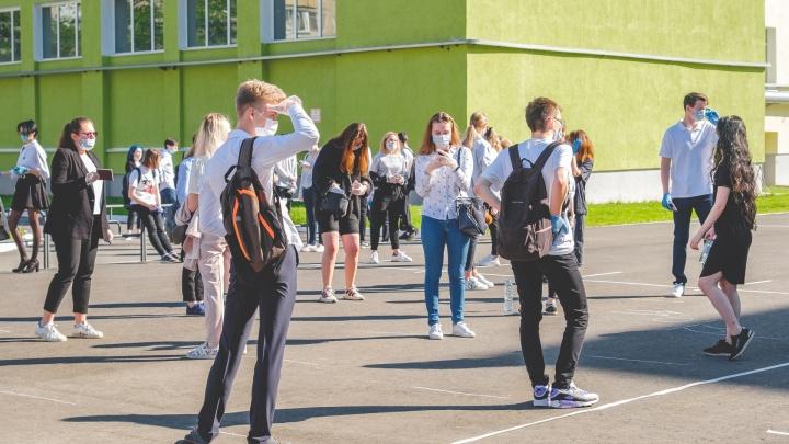 В школах Еловского района к внешности учеников установили ряд требований. Среди них — даже запах дезодоранта