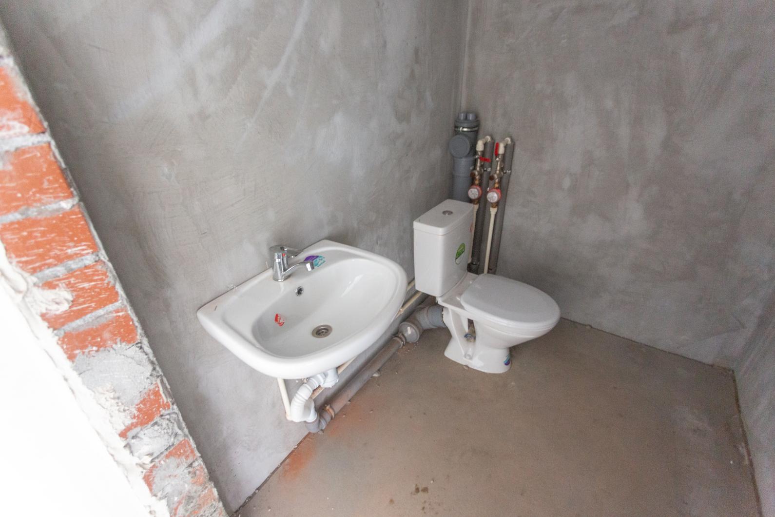Во всех помещениях оборудован один санузел, чтобы пользоваться им во время ремонта