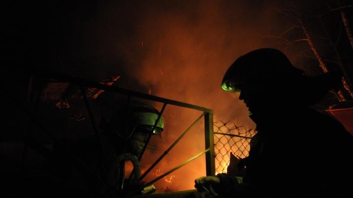 На Гусинобродском шоссе сгорел ВАЗ