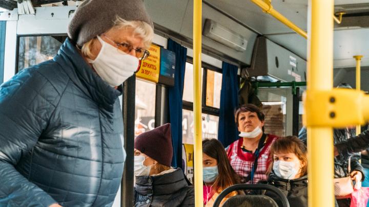 Омский Роспотребнадзор предложил не пускать пассажиров без масок в транспорт