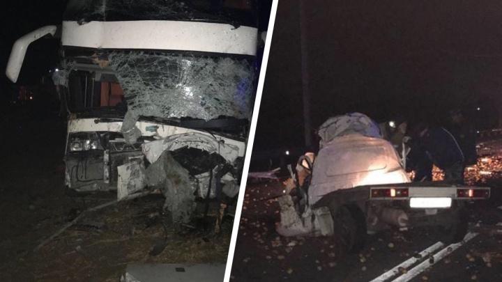 В Ростовской области два человека погибли в аварии с автобусом