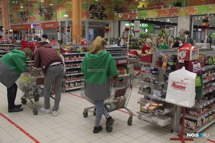 Курьеры в форме СберМаркета стали стали обычной частью крупных магазинов