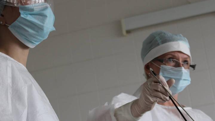 В Кемерово девочка-подросток два месяца терпела боли в животе. Врачи экстренно прооперировали её