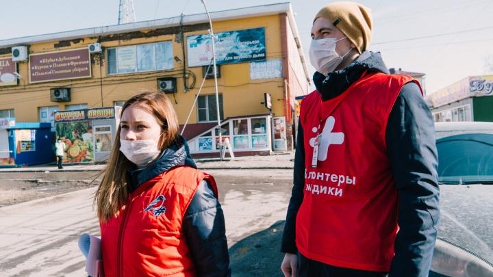 Омские волонтёры-медики начали развозить еду и лекарства пенсионерам на самоизоляции