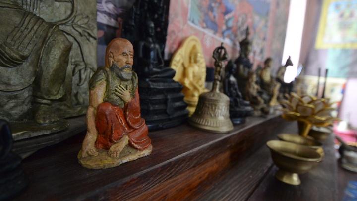 Уральские буддисты спустили деньги «Евраза» на покупку валюты и попали под прицел силовиков