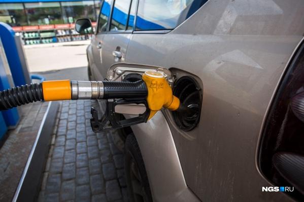 Левый лючок бензобака в России встречается реже, чем правый