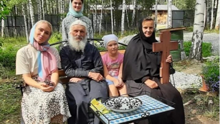 «Война идет за ваши души»: Катя Гордон приехала в Среднеуральский монастырь