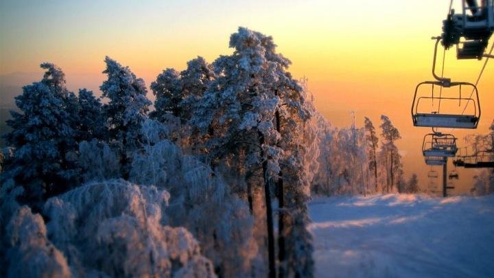 Скатиться с гор, покататься на хаски, поехать на фабрику валенок: карта локаций для новогодних каникул