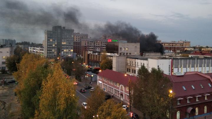 «Дым со стороны торгового центра»: в центре Ярославля вспыхнул пожар