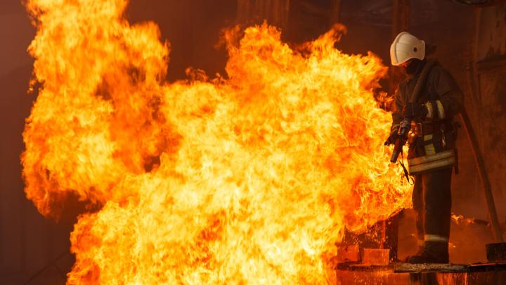Под Волгоградом сгорели два дома: погиб мужчина