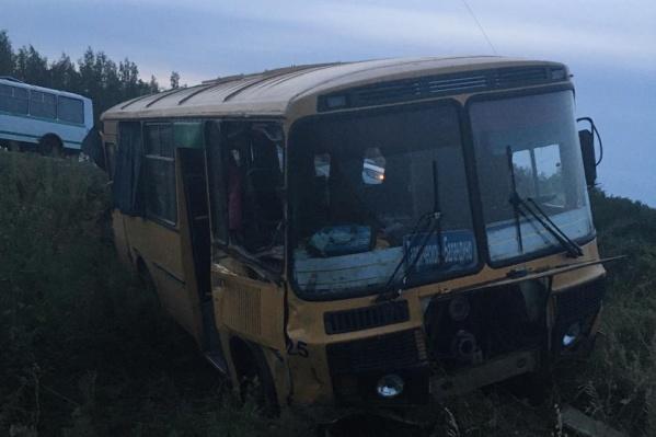 Из тринадцати пассажиров в салоне автобуса помощь медиков потребовалась троим