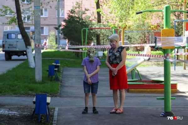 На каждого ребенка в возрасте от 3 до 16 лет положена единовременная выплата в 10 тысяч рублей