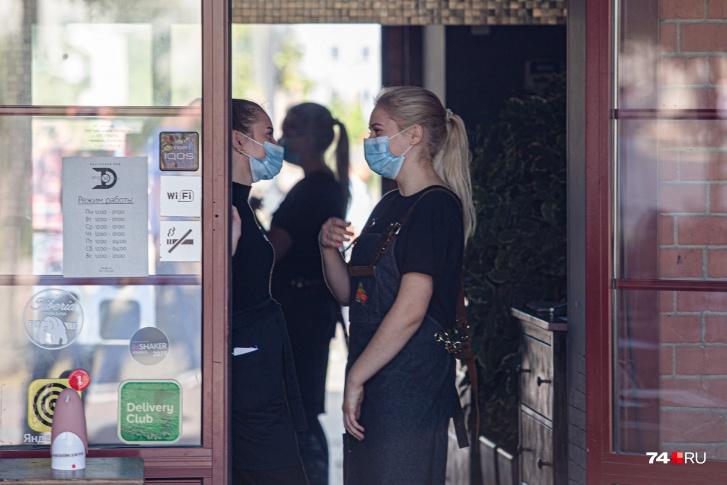 В Челябинске возобновляют обычную работу рестораны и салоны красоты. Что ещё разрешил Текслер