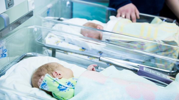 Малышей не дают мамам в руки: ярославские врачи рассказали, как принимают роды у женщин с COVID-19