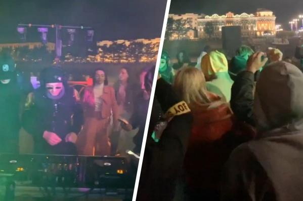 Несмотря на холодную погоду, танцевать на Плотинку пришли несколько десятков человек