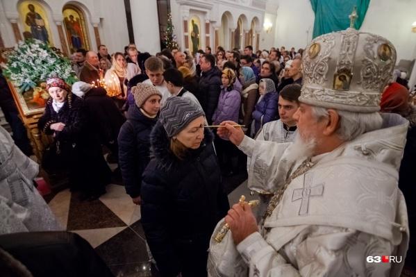 Церкви попросили не проводить массовые службы