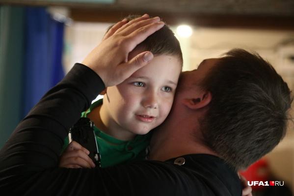 Родители верят, что их ребенок станет здоровым