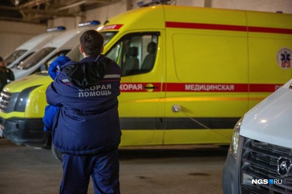 В Минздраве говорят, что врачи скорой помощи, выезжавшие в больницу, были хорошо защищены от вируса