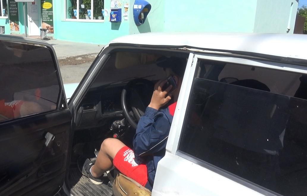 В Асбесте подросток катался по улицам на тонированной «классике»