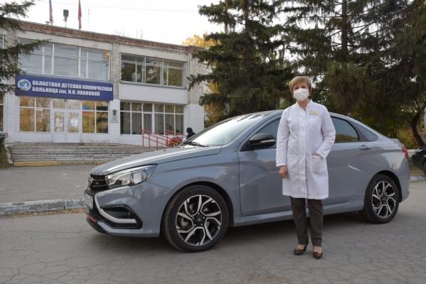 На губернаторском ВАЗе медики детской больницы ездят к маленьким пациентам