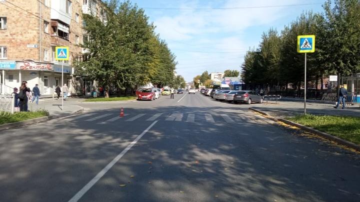 В Екатеринбурге ищут водителя иномарки, которая сбила девушку на переходе