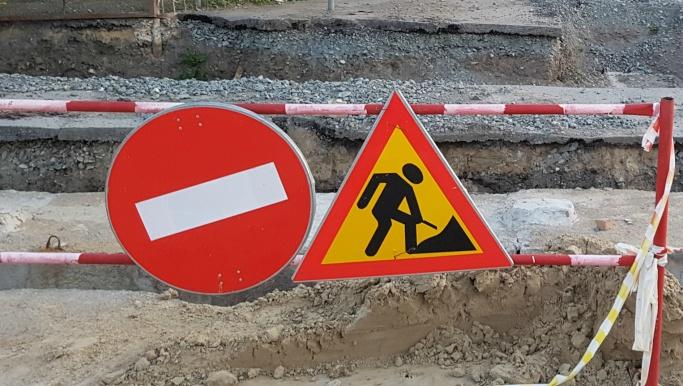 В Кургане из-за работ на сетях на полмесяца перекрыли две дороги
