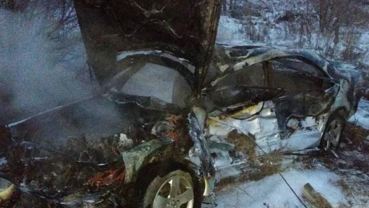 Водителя вырезали из салона: появились фото смертельного ДТП под Самарой