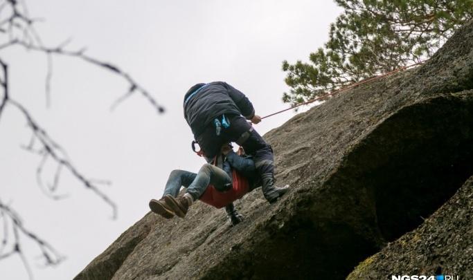 На «Столбах» турист сорвался со скалы и потерял сознание
