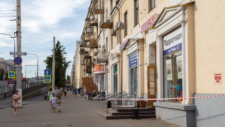«Сделают супердом для богатых»: в Волгограде жители улицы Мира ищут у прокуратуры спасения от чиновников