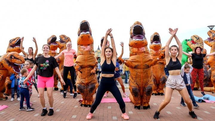 Динозавры среди нас: в Нижнем Новгороде прошел самый смешной забег. Смотрим фото