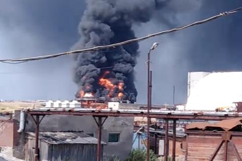 В Соликамске на территории рудника произошел пожар — сгорело здание градирни
