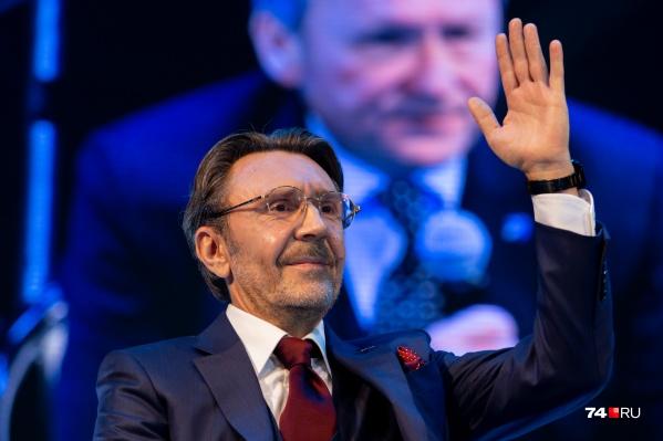 Сергей Шнуров пошёл в политику и стал почти пай-мальчиком