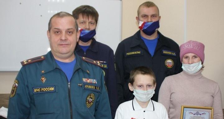 Школьника из Прикамья, который спас двух провалившихся под лед девочек, наградили медалью