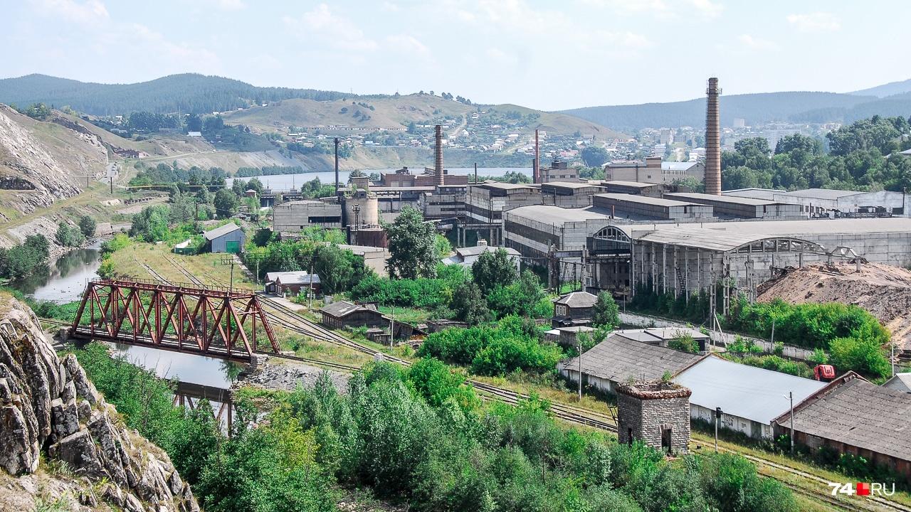 Завод, железная дорога, пруд — все города здесь сделаны по одному макету