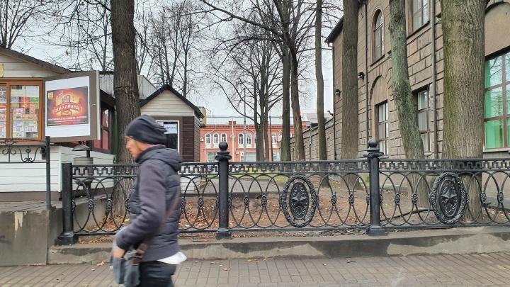 «В честь победы Советского Союза»: в центре Ярославля восстановили раритетное чугунное ограждение