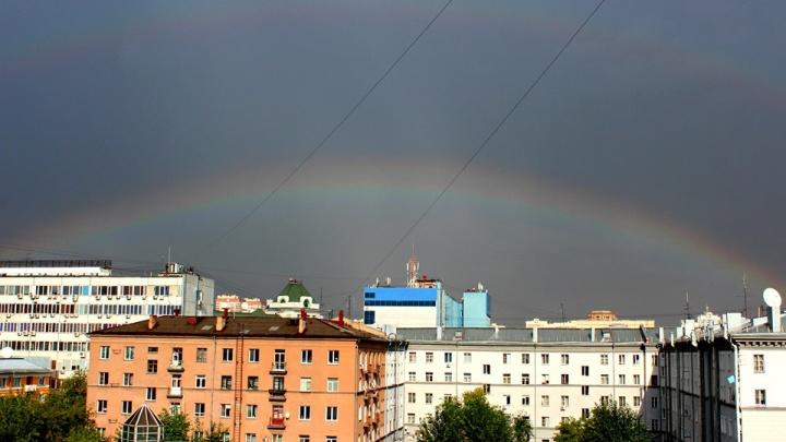 Новосибирск поплыл после сильного ливня (некоторые районы засыпало градом). Кадры с улиц города