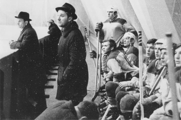 Евгений Бабич на тренерской скамье «Каучука»