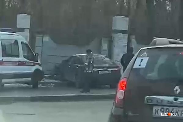 Иномарка вылетела на перекрестке
