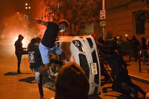 Протесты в Вашингтоне из-за смертиафроамериканца Джорджа Флойда, задержанного полицией в Миннеаполисе