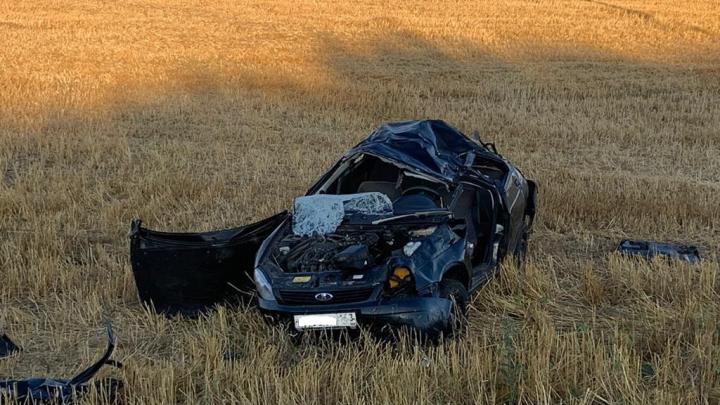Выжил чудом: в Самарской области водитель на Lada Priora сделал сальто в кювет