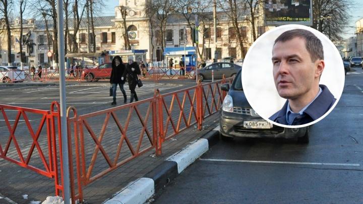 «Они сковывают пространство»: мэр Ярославля раскритиковал натыканные в городе заборы