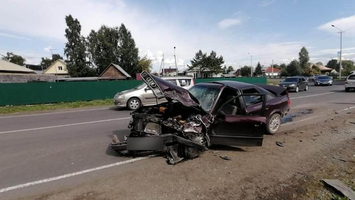 В Кемерово «Ауди» вылетела на встречку, пострадали три человека. Среди них есть ребёнок