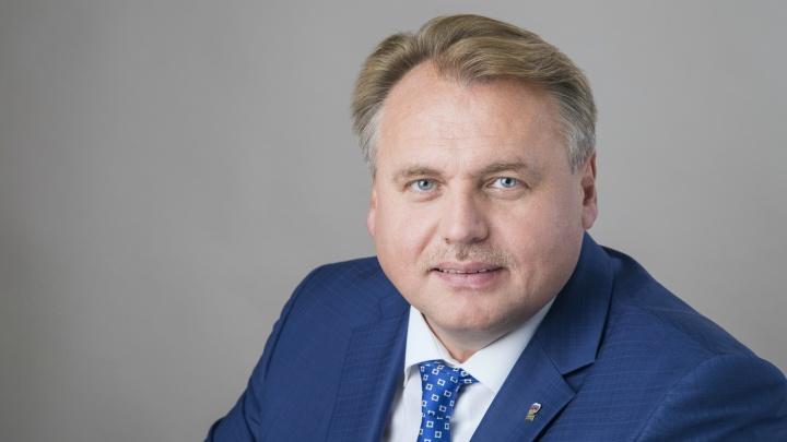 «Плохо справляется с полномочиями»: пермские депутаты отправили Юрия Уткина в отставку