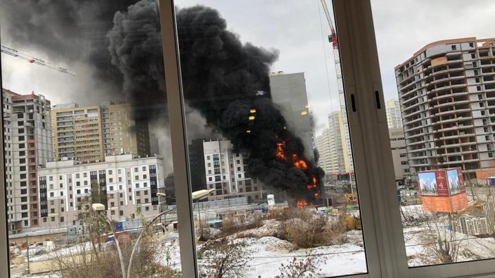 На стройплощадке в районе Южного автовокзала произошел пожар