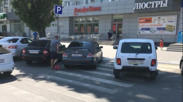 «И плевать он хотел на людей»: автохамы выжили пешеходов с переходов