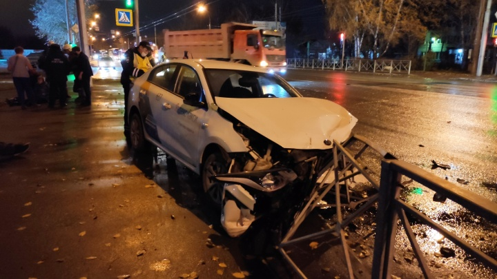 Водитель «Яндекс.Такси» сбил женщину и ушёл с места аварии. Пассажир такси рассказал подробности